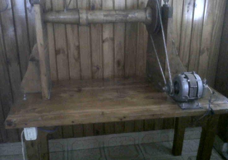 """""""Rueca"""" antigua máquina para hilar lana de ovejas (funcionando)"""