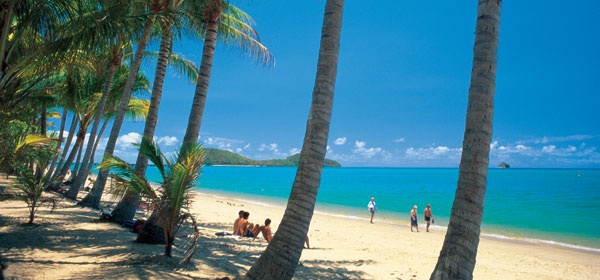 Palm Cove Beach, Cairns. https://www.greatrail.com/tours/australia-and-the-ghan-/