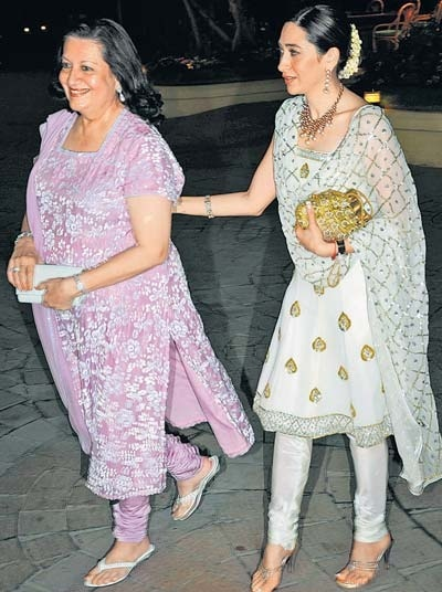 Karishma Kapoor with her mom Babita