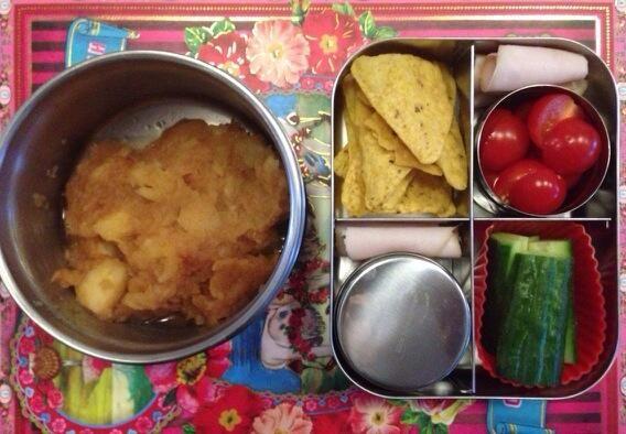 Vandaag warme appelmoes in thermosbakje en guacamole ( in dicht bakje) #meenaarschool