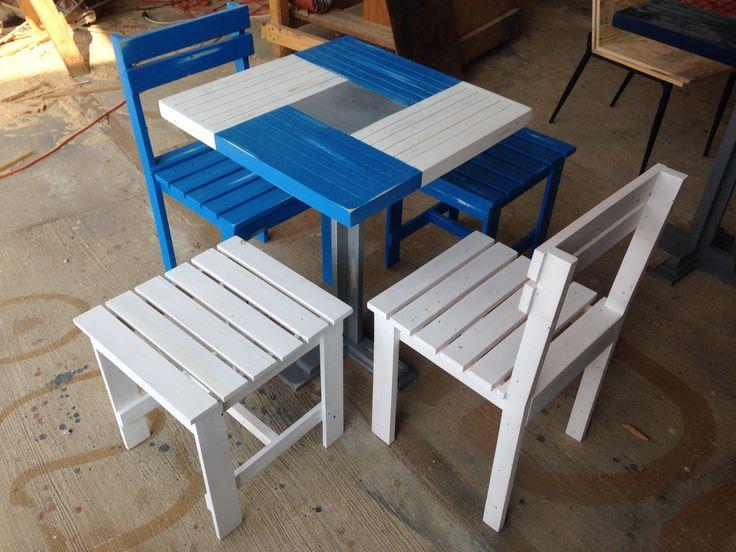 Juego de mesa 2 sillas y 2 bancos en madera reciclada - Mesas madera reciclada ...