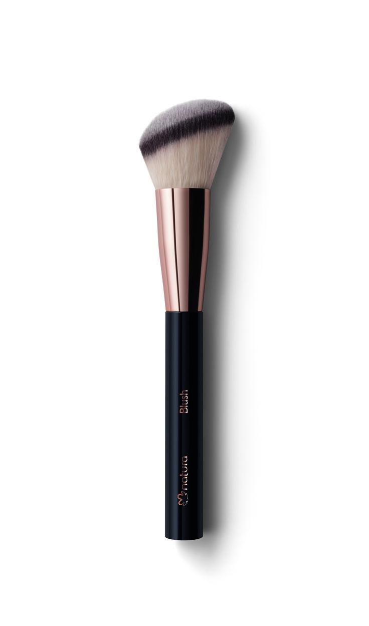 Pincel PRO blush para blush compacto e pó solto. Acabamento uniforme e natural.