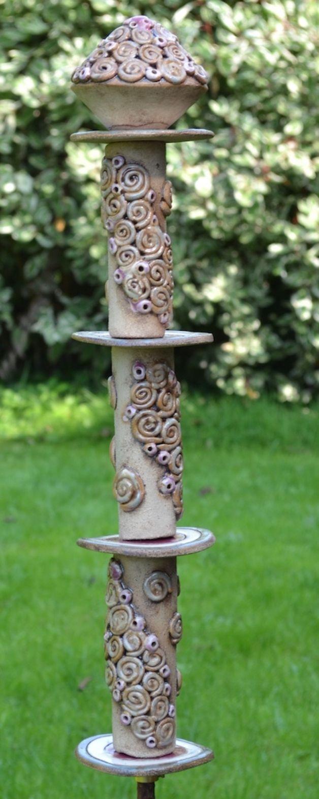 Stele Elfrun von Keramik-Kreativ 101-602 Als ich diese Stele geformt habe hat meine kleine Gartenelfe neben mir gesessen :-), daher hat die Stele auch ihren Namen Elfrun. Ich weiß gar nicht...