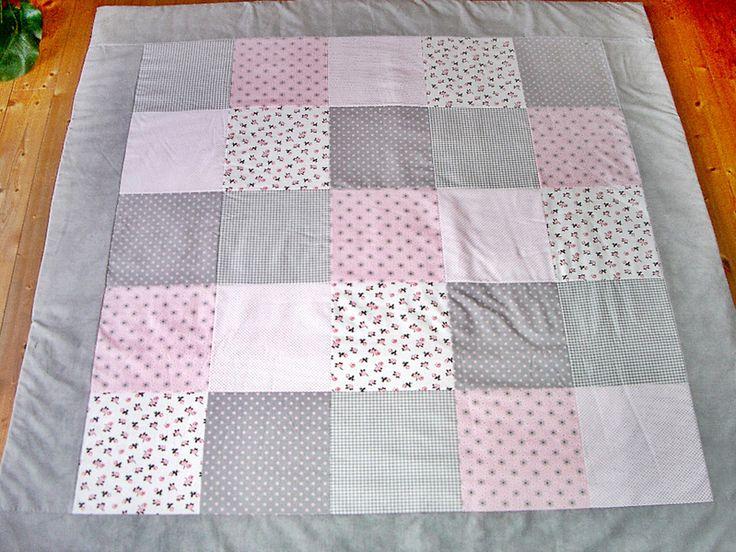 die besten 25 krabbeldecke patchwork ideen auf pinterest patchwork decke n hen decke h keln. Black Bedroom Furniture Sets. Home Design Ideas