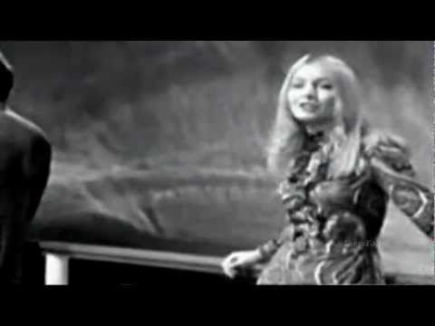 Mary Hopkin - Those Were the Days  1968 Video  stereo  widescreen MY SINGING KARAOKE IN BENNY'S BAR IN LEAVENWORTH , KANSAS< SEEING CARMEN & CAROLE & STEPHIE! YES< THOSE WERE THE DAYS! :) <3 HAPPY TIMES! <3