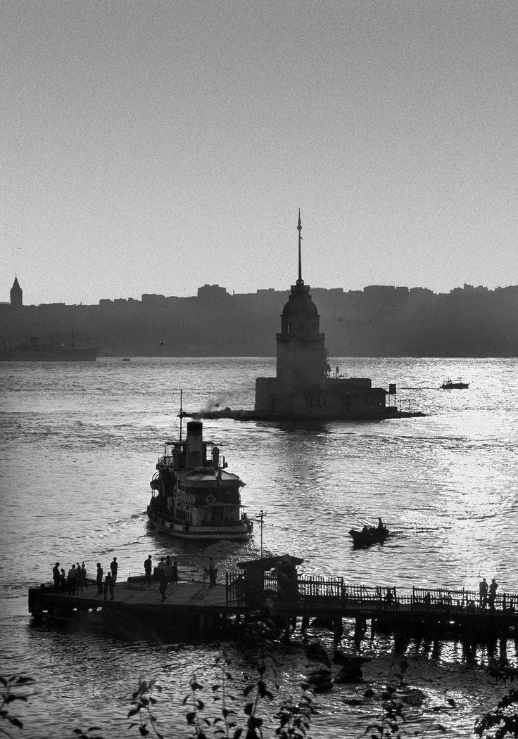 Maiden's Tower, Istanbul, 1956. [Credit : Ara Güler]