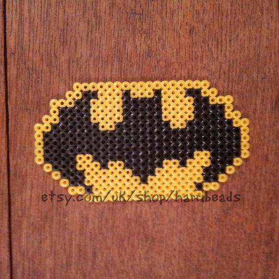 Hey, ho trovato questa fantastica inserzione di Etsy su https://www.etsy.com/it/listing/158696626/batman-logo-hama-bead