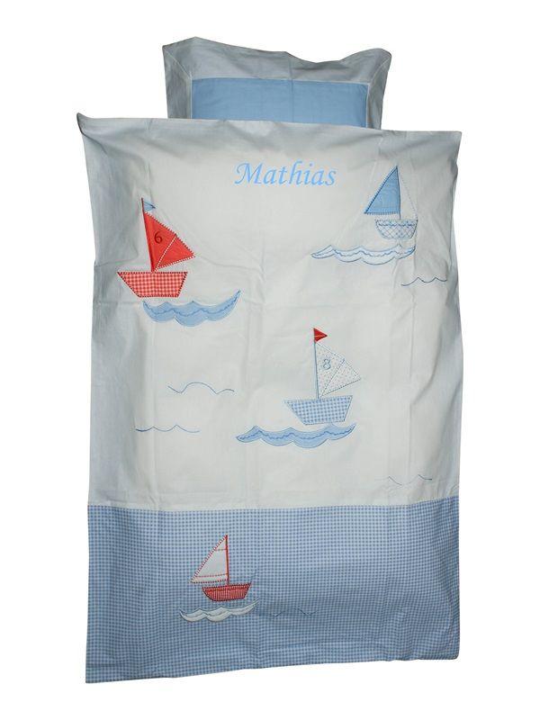 Baby sengetøj med skibe og broderet navn