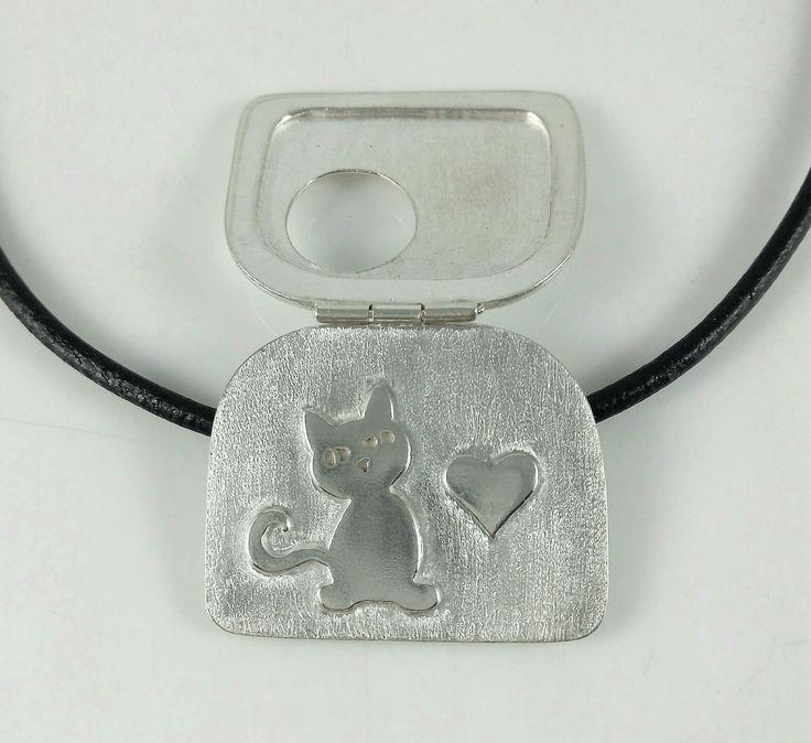 Dije plata 950 elaborado por Edith Díaz en Arte Metal Diseños escuela de joyería. #hechoamano, #diseñodejoyas, ##cursosdejoyería
