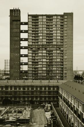 Brownfield Estate by Erno Goldfinger, Photography: Theo Simpson