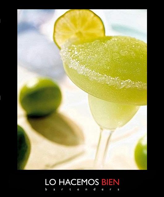Tip: El Frozen perfecto    Cuando preparamos un cocktail frozen como un Daikiri o una Margarita, después de colocar todos los ingredientes en la jarra, recomendamos elevar el nivel de potencia de la licuadora de forma gradual e intermitente, logrando así romper primero los hielos más grandes, para obtener el punto frozen perfecto.   Les recomendamos ver nuestras recetas para usar las cantidades justas.
