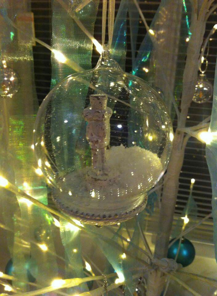 Gorgeous glass decorations that add a little something special