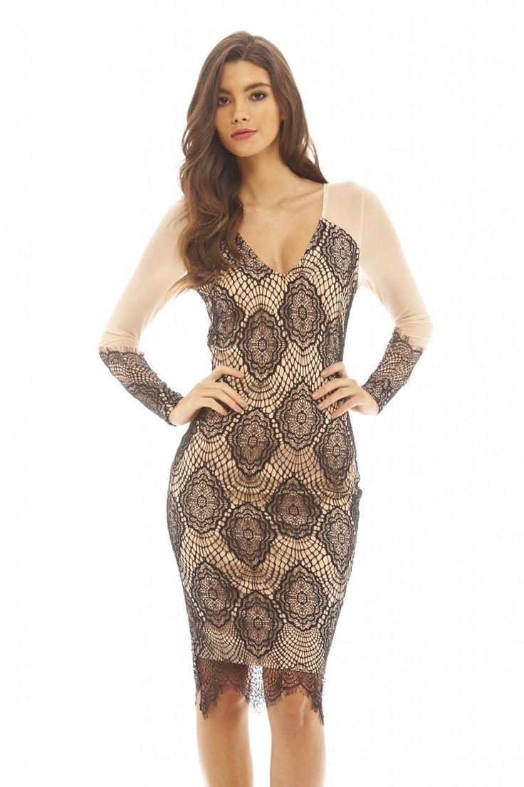 Dostępne różne rozmiary – niezwykle piękna sukienka w ponadczasowym zestawieniu kolorów, eleganckiej czerni i subtelnego beżu – czarna, kobieca koronka na beżowej podstawie wygląda imponująco – siateczkowe, długie rękawy z koronkowymi wykończeniami stanowią oryginalną ozdobę – dół sukienki ozdabia koronka, która jest przedłużeniem kreacji – wyjątkowa, niebanalna sukienka na szczególne uroczystości – sprawdzi się wszędzie