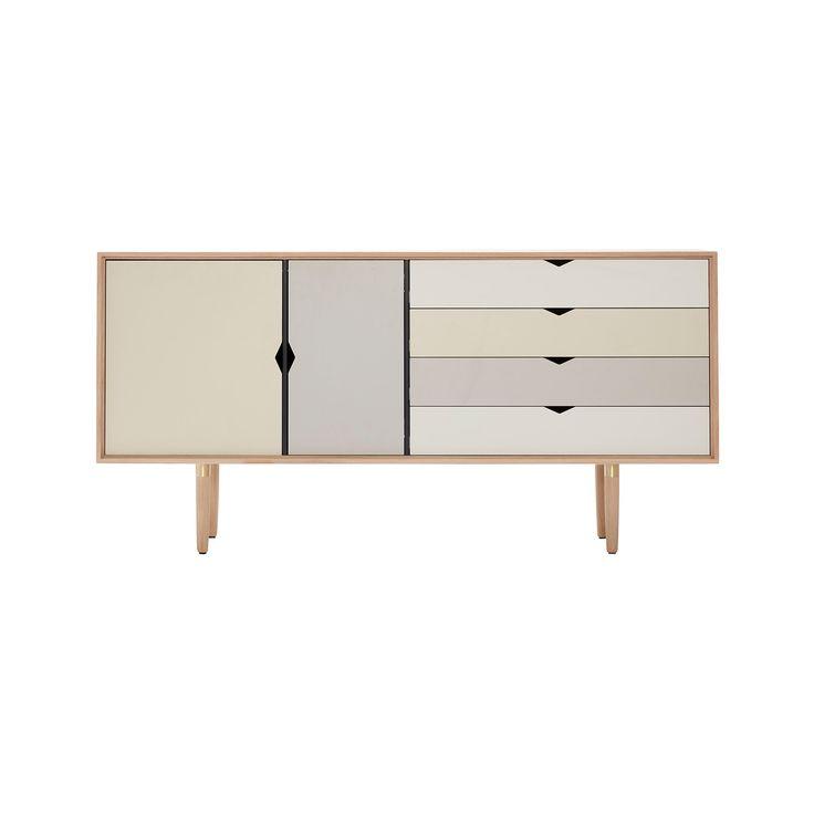 Andersen Furniture - S6 Sideboard, Eiche geseift / Fronten silver (silber weiß), doeskin (beige), iron (metallgrau) Jetzt bestellen unter: https://moebel.ladendirekt.de/wohnzimmer/schraenke/sideboards/?uid=51978c65-b031-5787-aca2-ab733e7f4dfc&utm_source=pinterest&utm_medium=pin&utm_campaign=boards #schraenke #wohnzimmer #sideboards