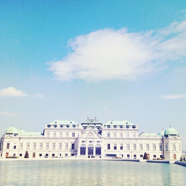 ベルヴェデーレ宮殿@ウィーン。今日は午前中ウィーンを観光して、午後は7時間という大移動(´д`) 今はポーランドのクラクフにいます。もう何日目なんだかもよく分か