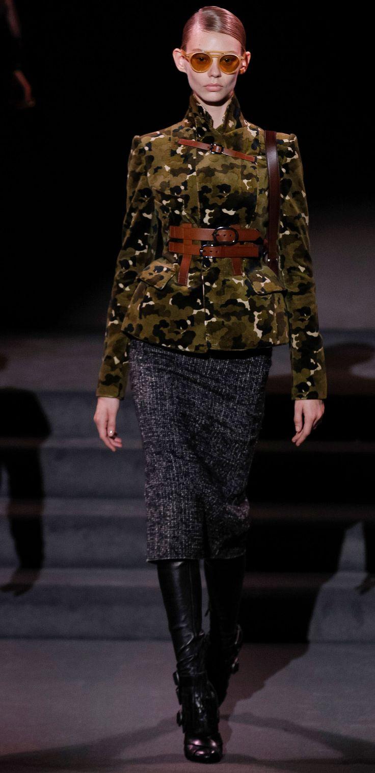 Очень впечатляющая, женственная, элегантная, лаконичная, деловая, стильная зимняя верхняя одежда, во всей красе представлена в новой коллекции Tom Ford.