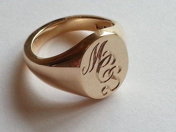 Silver Gold Or Platinum Hand Engraved Signet Ring With Your Etsy Anillos Con Iniciales Anillos De Oro Para Hombre Anillos De Oro