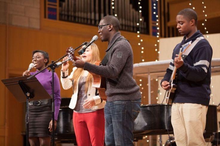 Atividades musicais na Igreja Adventista do Sétimo Dia Memorial dos Pioneiros na Universidade Andrews em Berrien Springs, Michigan, USA.  Fotografia: http://www.andrews.edu