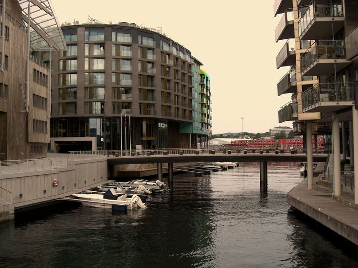 Norway - Modern buildings in Oslo (photo by Sebastiano Piotti)