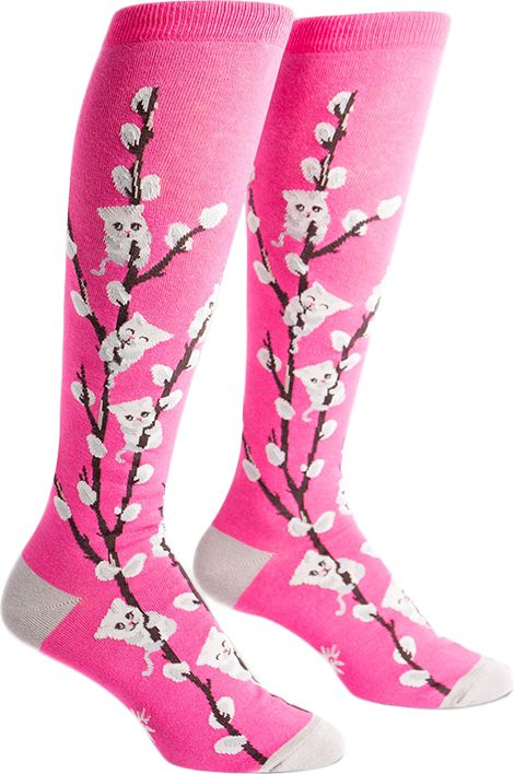 Does the thought of springtime make you purr with delight? These ladies' socks combine pussy willow branches with cuddly kittens to make a kitty willow sensation!