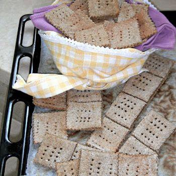 Crackers alla farina di segale senza lievito