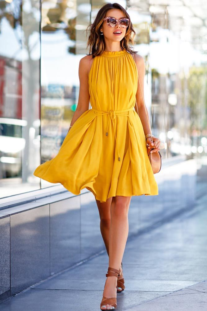 In the process of picking your brunch outfits stick to simple rules. Neutral makeup, comfortable clothes, flats or wedges are the basics not to be ignored!