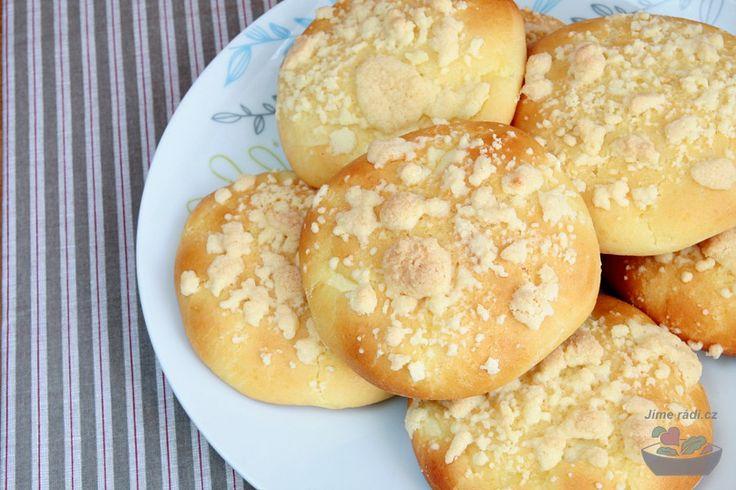 Vyzkoušejte recept na kynuté koláče s tvarohovou náplní, obsahuje i výbornou #bezlepkovou variantu.