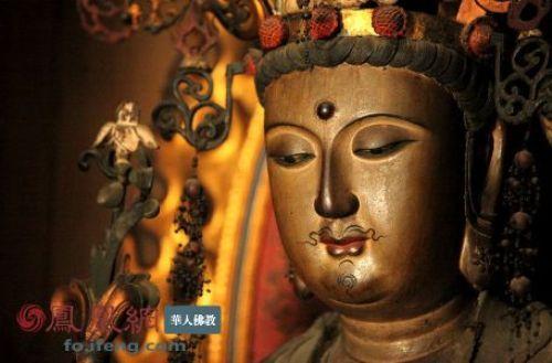 西夏觀音皆為男相:西夏時期(1038-1226)佛教異軍突起,党項人從漢、藏兩地學習接納了大藏經與佛教藝術元素,形成獨具風格的西夏佛教藝術。圖為日本泉湧寺楊貴妃觀音像。