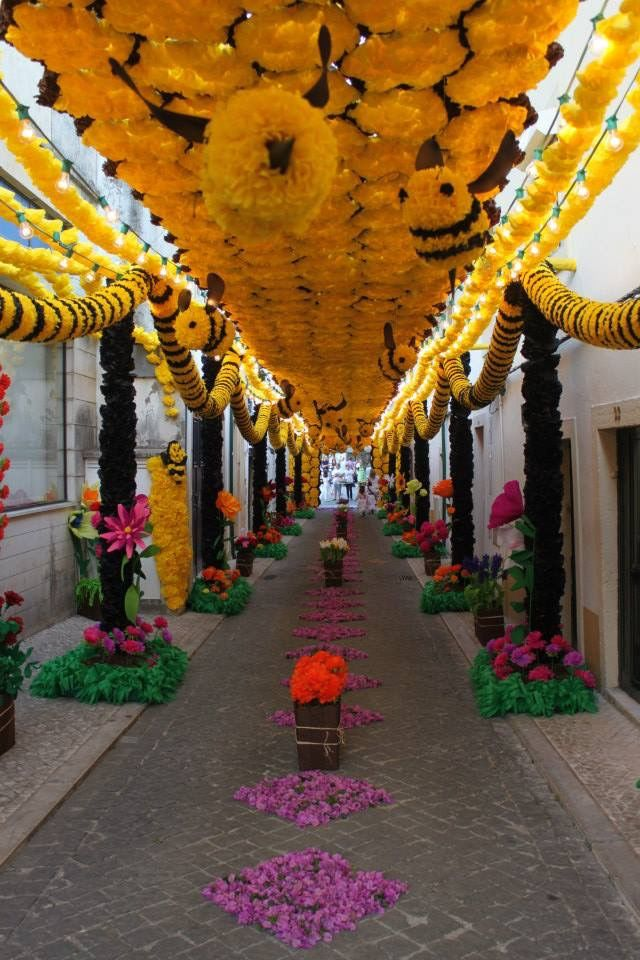 Festa dos Tabuleiros 2015. Tomar, Portugal. Everything made from paper