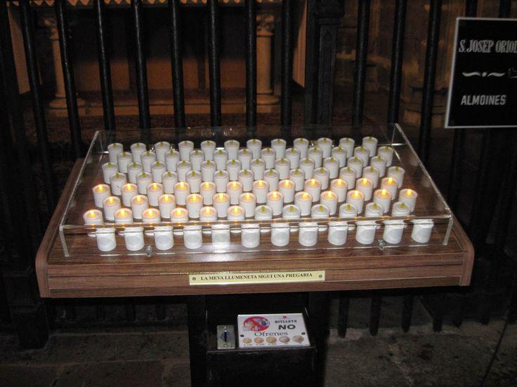 """velas """"electricas"""" iglesia en barcelona, España"""