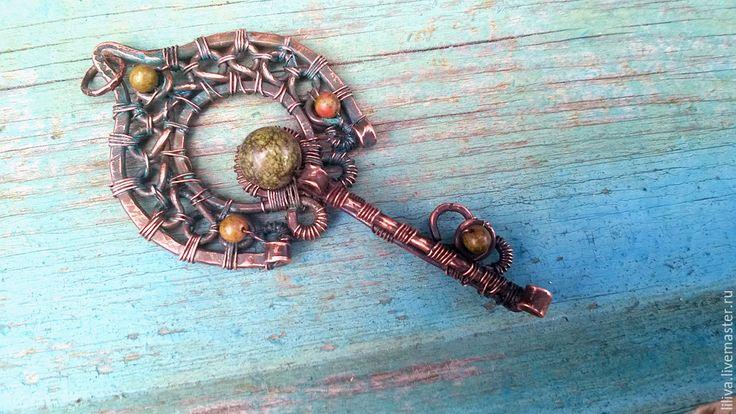 """Купить Кулон-ключ медный """"Боярышня"""", медь, змеевик, унакит - коричневый, медь, медный, унакит"""