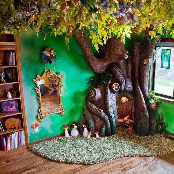 Este árbol encantado esconde un rincón de lectura para la propietaria de este mágico dormitorio. El proyecto ideado y realizado por el padre nació cuando escuchó a su hija decir que quería tener el...