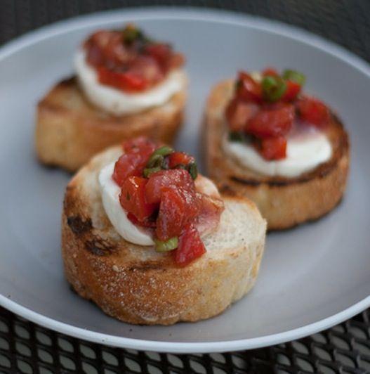 bruschetta & crostini on Pinterest | Bruschetta, Roasted Tomatoes ...