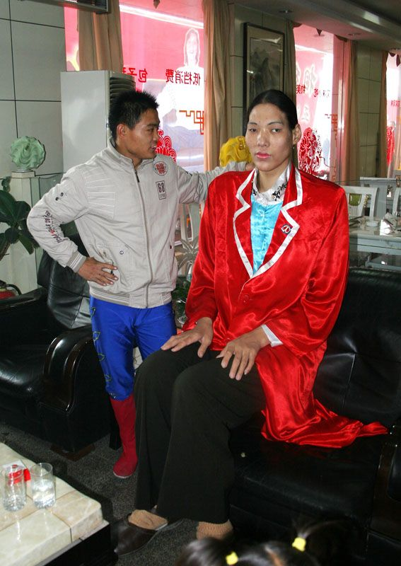 sun fang of china 31 is now the tallest woman in the