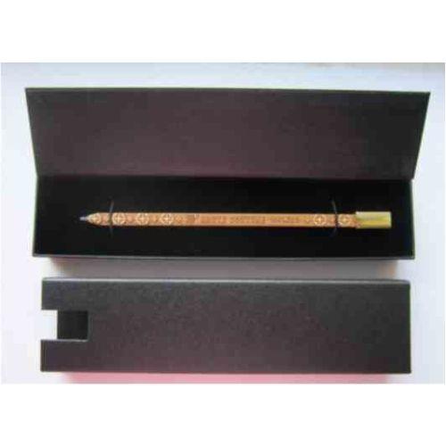 Creion Aristocrat in cutie Aristocrat, culoare antracit carton. Putem spune ca este natural? www.atip.ro