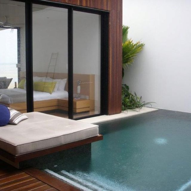 Plunge pool. Like the seat over the corner