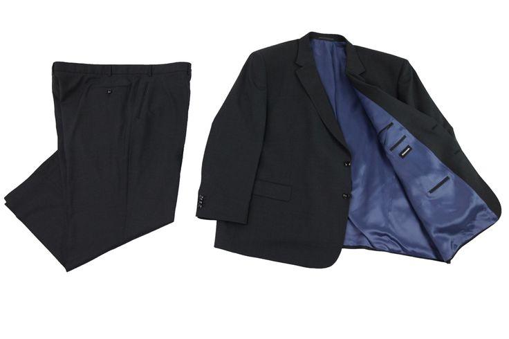 Garnitur Intermoda III koloru czarnego z niebieską podszewka. Czarne wykończenia kieszeni wewnętrznych. Skład: 100% wełna.