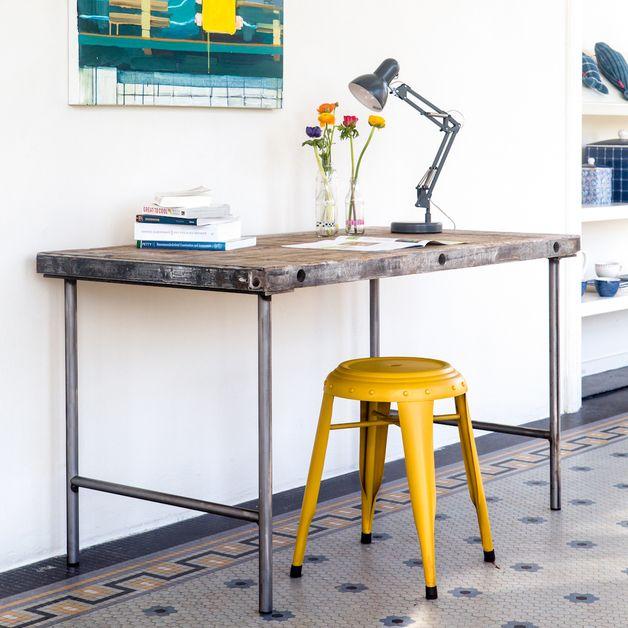 Esstische - Industrieller Schreibtisch - ein Designerstück von purewooddesign bei DaWanda Recycled wood table Bauholz Rohstahl