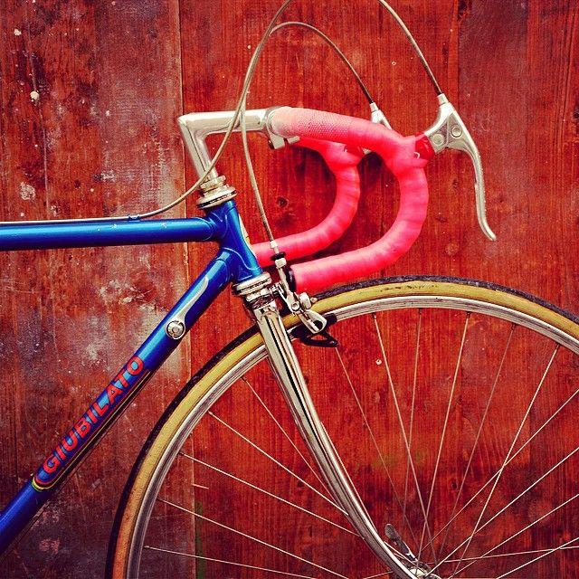 #giubilato #classic #vintage #vintagefahren #bikeporn #retro #rennrad #roadbike #steelbikes #steelisreal #columbus #love #shimano by vintagefahren_de http://ift.tt/1Ag5oSR