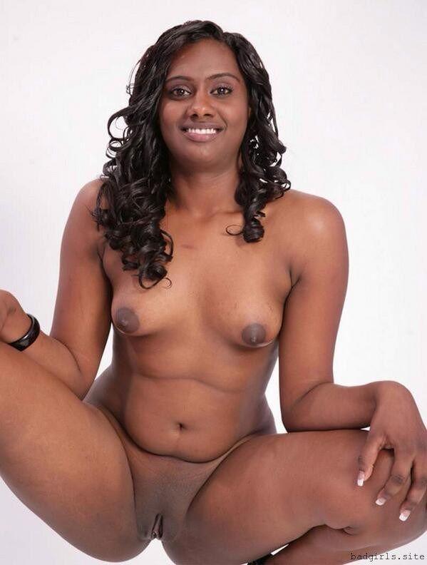 sarah bee nudesny tits