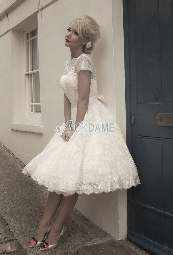 Vintage kurze Ärmeln A-Line exklusive Brautkleid aus Satin mit Knöpfen
