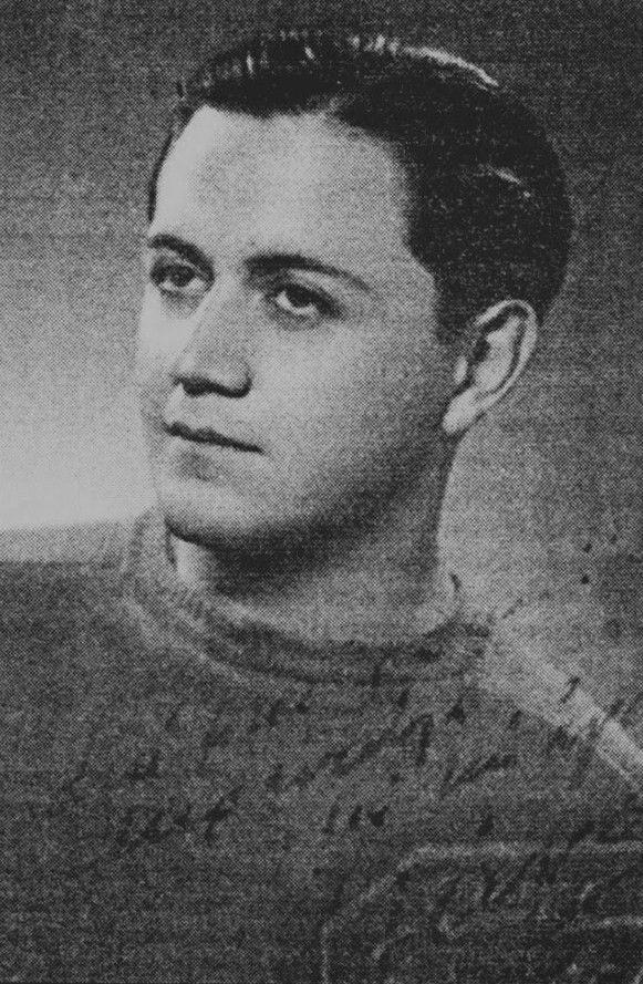 Ο Μάνος Χατζιδάκις σε ηλικία 20 ετών (1945)