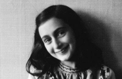 私は、死んだ後でも、生き続けたい。  I want to go on living even after my death.  アンネ・フランク