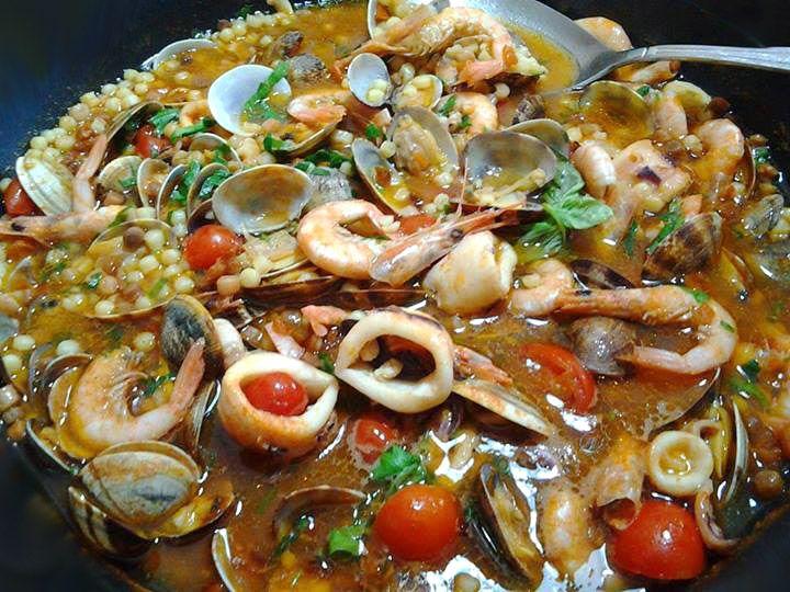 Zuppa di fregula ai frutti di mare