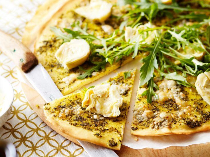 Pizza met artisjok en pesto