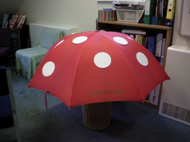 Stick dots on an umbrella to easily make mushrooms for decoration purposes