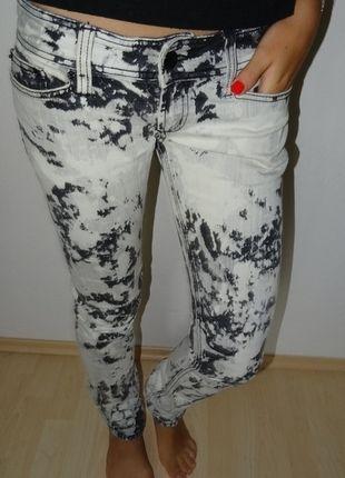 Kupuj mé předměty na #vinted http://www.vinted.cz/damske-obleceni/uzke-kalhoty/9790868-super-bokove-plisnove-kalhoty-zn-fishbone