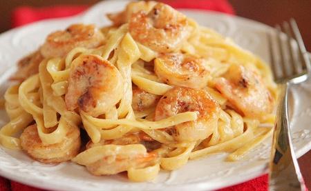 Deliciosa pasta con salsa de camarones