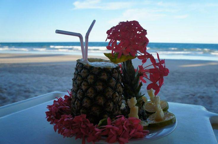 Drink + praia + sombra e uma bela vista