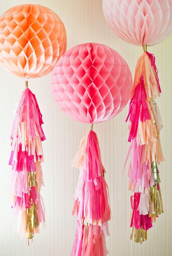 Embellece bolas de nido de abeja con unos preciosos flecos! De Shop Sweet Lulu / Pretty up some large honeycomb balls with some beautiful tassels! From Shop Sweet Lulu